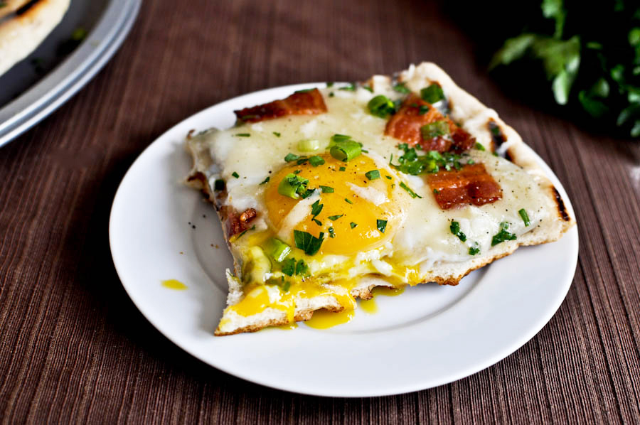 grilled-breakfast-pizza