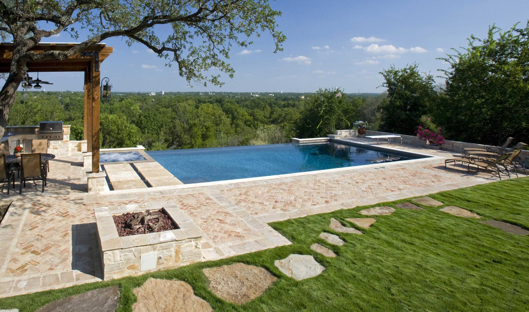 What is an infinity pool keith zars pools san antonio for Best pool design 2014